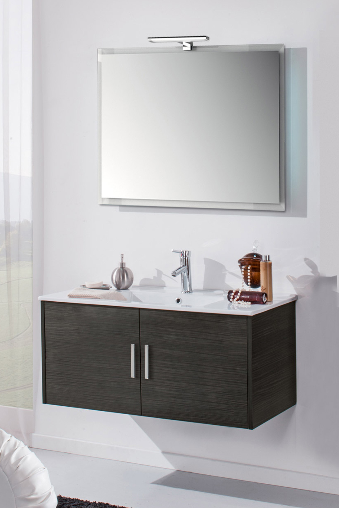 Mobile bagno sospeso 2 ante lavabo specchiera applique led - Specchiera bagno legno ...